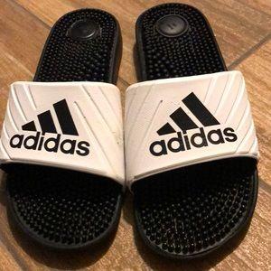 ADIDAS Ligthweigth Slides Sandals.